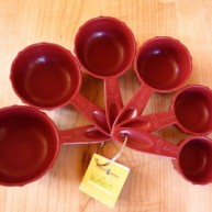 bundt-measuring-cups-spread