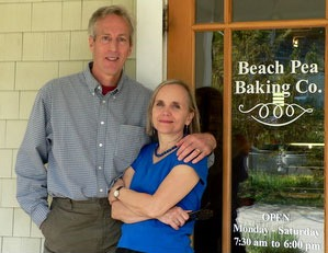 Eric & Denyce enjoy the Beach Pea Bakery in Kittery, Maine.